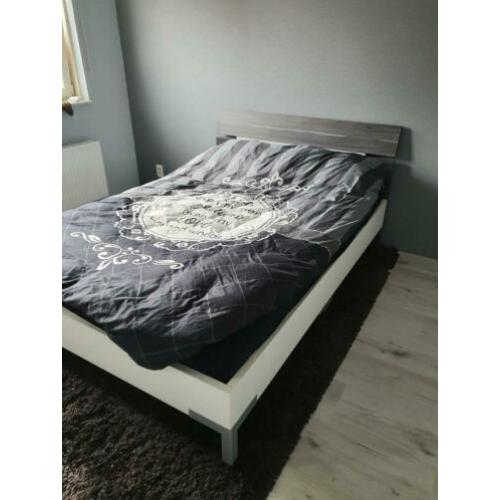 140x200 bed met lattenbodem en matras